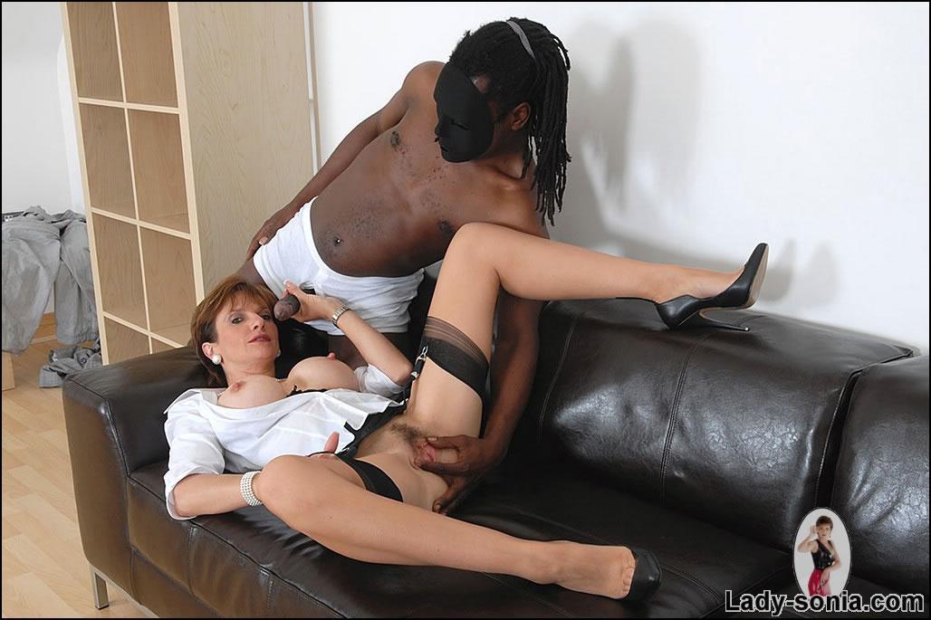 Lady sonia sucking black dick
